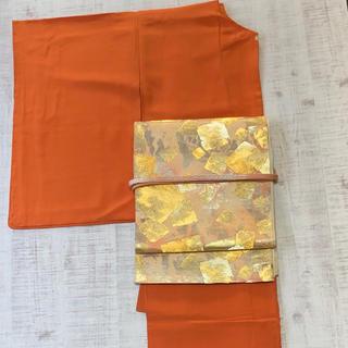 正絹。オレンジ系一つ紋付。しつけ付き未使用の色無地のお着物。(帯は別売り)(着物)