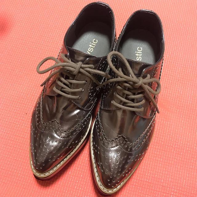 mystic(ミスティック)の【送料込】mystic シャイニーウィングチップシューズ レディースの靴/シューズ(ローファー/革靴)の商品写真