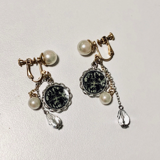 トクコプルミエヴォル(TOKUKO 1er VOL)のTOKUKO 1er VOL イヤリング 人工真珠(イヤリング)