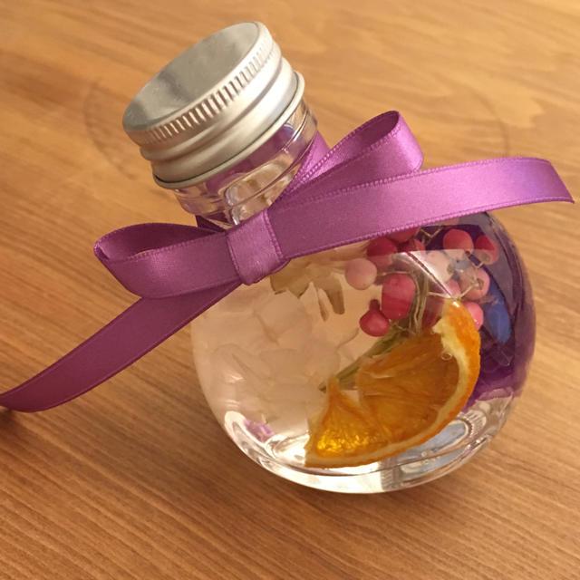 ハーバリウムボトル 4種  リボン2色付き♪ ハンドメイドのフラワー/ガーデン(ドライフラワー)の商品写真