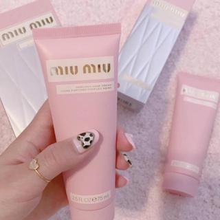 ミュウミュウ(miumiu)のMiumiu ミュウミュウ 初のハンドクリーム 新品(ハンドクリーム)