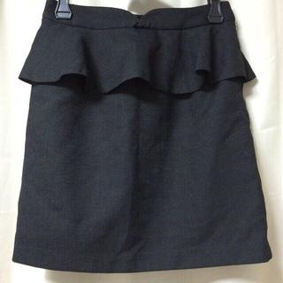 プーラフリーム(pour la frime)のペプラムスカート黒(上品控え目リボン)②(ひざ丈スカート)