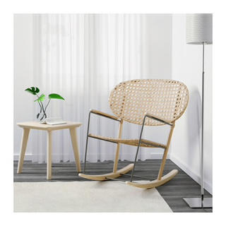 イケア(IKEA)の手編みの籐にアッシュ無垢材のIKEAのロッキンチェア(ロッキングチェア)