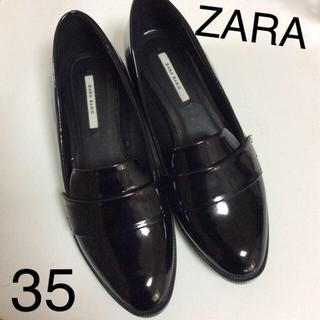 ザラ(ZARA)の【未使用に近い】ZARA♡エナメルローファー US35 黒 2016AW(ローファー/革靴)