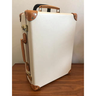 グローブトロッター(GLOBE-TROTTER)の美品 送料無料 グローブトロッター ホワイト スーツ トラベル キャリー ケース(スーツケース/キャリーバッグ)