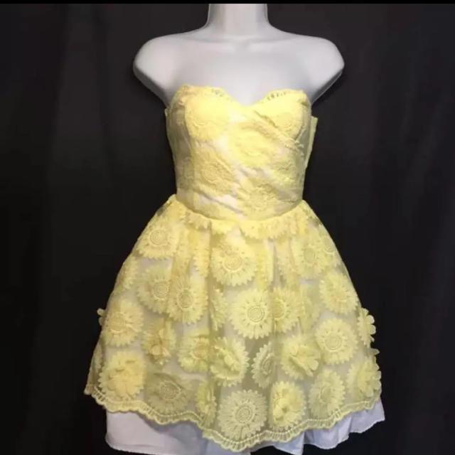 Lily Brown カットワーク刺繍ドレス