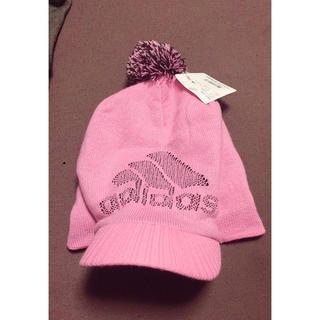 アディダス(adidas)のアディダスニット帽 ピンク 新品タグ付き フリーサイズ (ニット帽/ビーニー)