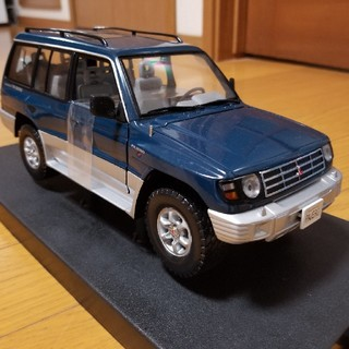 三菱 - 三菱パジェロ スケールカー 1/18サイズ
