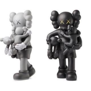 メディコムトイ(MEDICOM TOY)のkaws 2体セット グレー ブラック(キャラクターグッズ)