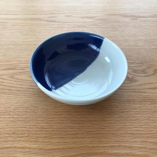 ハクサントウキ(白山陶器)の白磁と藍の染付のうつわ(食器)