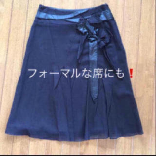 カリテ(qualite)の最終❣️カリテの装飾付きドレープミモレ丈スカート (ひざ丈スカート)