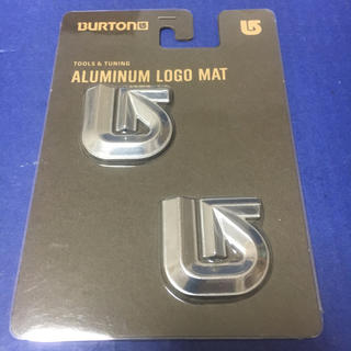バートン(BURTON)のBURTON バートン Aluminum Logo Mats デッキパッド(アクセサリー)