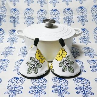 マリメッコ 三角鍋つかみ ル・クルーゼ&ストウブ用(キッチン小物)