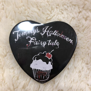 ミルクフェド(MILKFED.)のTommy Halloween ハート型 缶バッジ(ミュージシャン)