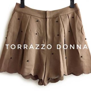 トラッゾドンナ(TORRAZZO DONNA)のTorrazzo Donna【美品】《秋冬》ブラックビーズ キュロット パンツ(キュロット)