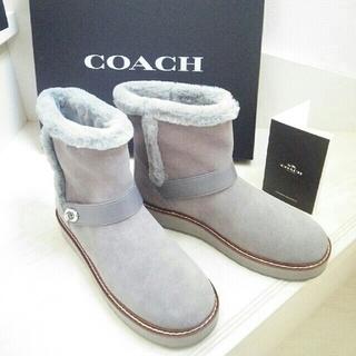 コーチ(COACH)のコーチ新品レザー ムートンブーツ グレー系 箱付き(ブーツ)