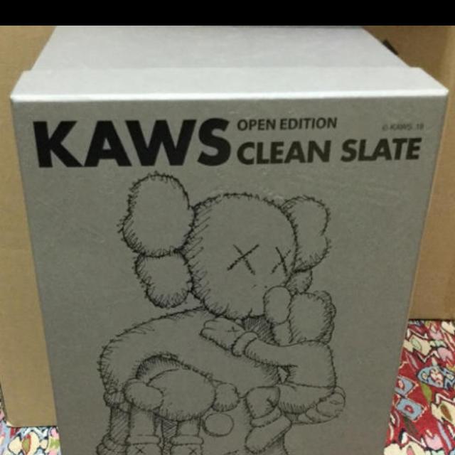 MEDICOM TOY(メディコムトイ)の KAWS CLEAN SLATE  BROWN ブラウン  エンタメ/ホビーのフィギュア(その他)の商品写真