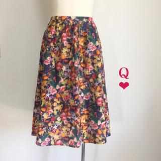 キュー(Q)の【新品】Q 花柄プリントスカート(ひざ丈スカート)