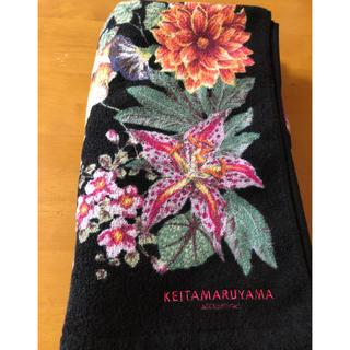 ケイタマルヤマ(KEITA MARUYAMA TOKYO PARIS)のケイタマルヤマ バスタオル 花柄黒(タオル/バス用品)