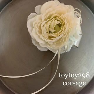 toytoy298 コサージュ 髪飾り ホワイト 入学式 卒業 結婚式 シンプル(コサージュ/ブローチ)