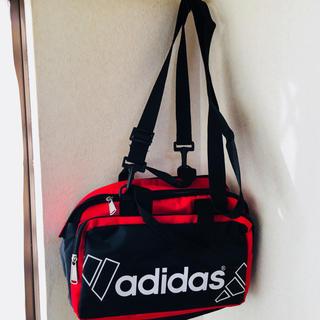 アディダス(adidas)のアディダス adidas ブラック黒xレッドxホワイト白 ショルダーバッグ 新品(ショルダーバッグ)