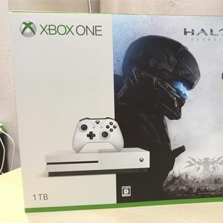 エックスボックス(Xbox)のxbox one s 1TBとソフト4点 (家庭用ゲーム本体)