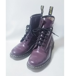 ドクターマーチン(Dr.Martens)の 希少限定紫!ドクターマーチン高級8ホールブーツ人気王道モデル!   (ブーツ)