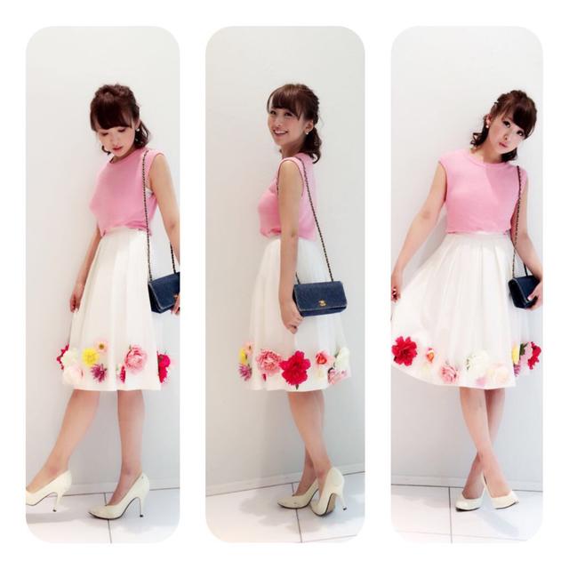 Nina mew(ニーナミュウ)の値下げninamew新作お花スカート♡ レディースのスカート(ひざ丈スカート)の商品写真