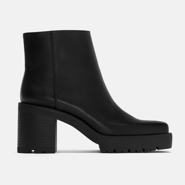 ZARA(ザラ)の超レアな37‼️ ZARA 新品 スクエアトゥブーツ レディースの靴/シューズ(ブーツ)の商品写真