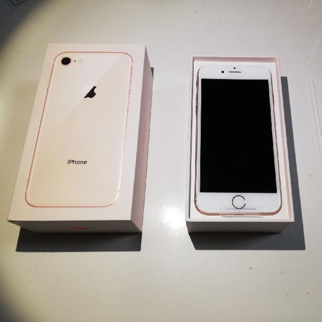 iPhone(アイフォーン)の【新品未使用】Apple「iPhone 8」64GB ゴールド au スマホ/家電/カメラのスマートフォン/携帯電話(スマートフォン本体)の商品写真