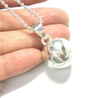 ハート模様・銀の鈴のネックレストップ 直径17mm(ネックレス)