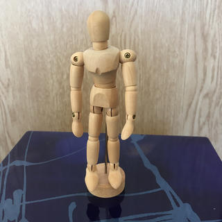 ‼️美品‼️ 木製デッサン人形 14関節 漫画 マンガ 台座含めて13.5cm(コミック用品)