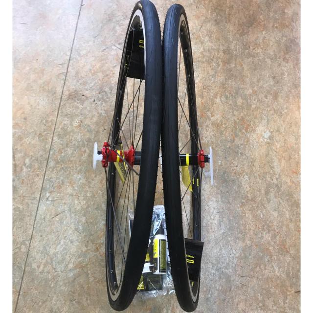マビックキシリウムエリートUST赤 25cチューブレスタイヤ付 スポーツ/アウトドアの自転車(パーツ)の商品写真