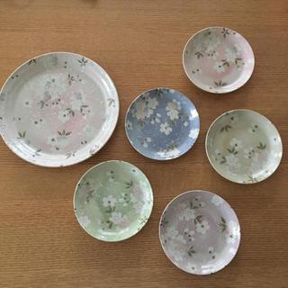 ウノチヨ(宇野千代)の【新品未使用】宇野千代 食器セット大皿1枚 取皿5枚(食器)