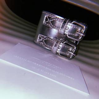 マルタンマルジェラ(Maison Martin Margiela)の【新品未使用】MM6 バングル 2連ベルトブレスレット シルバー マルジェラ(ブレスレット/バングル)
