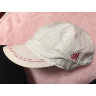アディダス(adidas)のアディダス✨ロゴピンク❤白キャスケット(キャスケット)