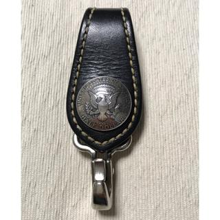 ケイシイズ(KC,s)のKC,s 手縫い ベルトループ ホルダー ハーフダラー シルバーコンチョ(キーホルダー)
