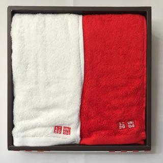ユニクロ(UNIQLO)のUNIQLO フェイスタオル 赤 白(タオル/バス用品)