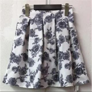 アーベーセーアンフェイス(abc une face)の花柄スカート(ひざ丈スカート)
