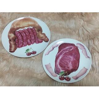 アチャチュムムチャチャ(AHCAHCUM.muchacha)のあちゃちゅむ プレート 2点 カツラ 肉 さくらんぼ 皿 食器 未使用 新品(食器)