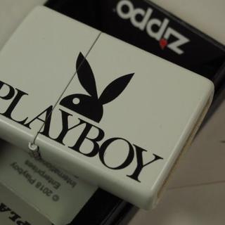ジッポー(ZIPPO)のZippo Playboy Sideways(白黒)サイドロゴ #29579(タバコグッズ)