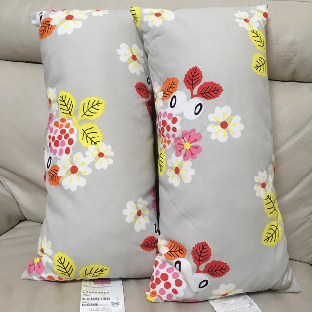 IKEA(イケア)のIKEA クッション 抱き枕 2個セット インテリア/住まい/日用品のインテリア小物(クッション)の商品写真