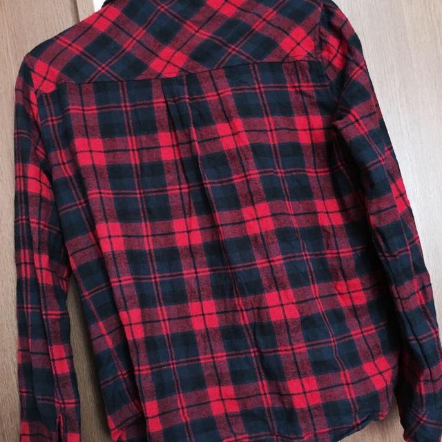 赤のチェックシャツ レディースのトップス(シャツ/ブラウス(長袖/七分))の商品写真