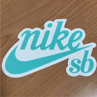 ナイキ(NIKE)の【縦8.7cm横13.5cm】NIKE SBステッカー(ステッカー)