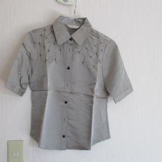 セシール(cecile)のセシール ビーズ&ラインストーン パールグレーブラウス(シャツ/ブラウス(半袖/袖なし))