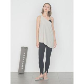 エミアトリエ(emmi atelier)の新品タグ付き emmi yoga ワンショル&カップインキャミセット(ヨガ)