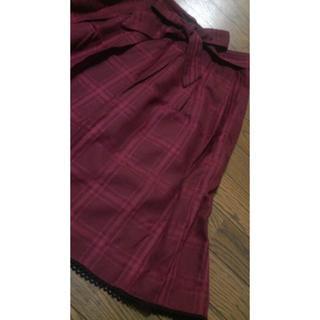 ベルーナ(Belluna)の・ベルーナ 赤 黒 格子柄 フレアースカート・・(ひざ丈スカート)