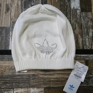 アディダス(adidas)のアディダス オリジナルス 白 ホワイト ニット帽子 (ニット帽/ビーニー)