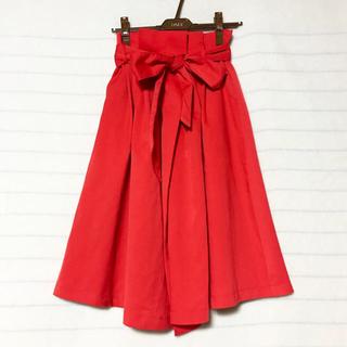 バイバイ(ByeBye)のレッドフレアスカート(ひざ丈スカート)