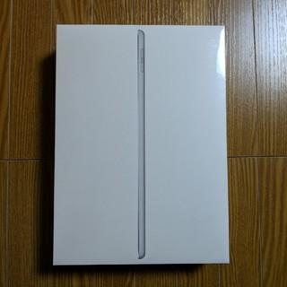 アイパッド(iPad)のiPad 9.7インチ 32GB 2018 第6世代 シルバー 新品 付属品付き(タブレット)
